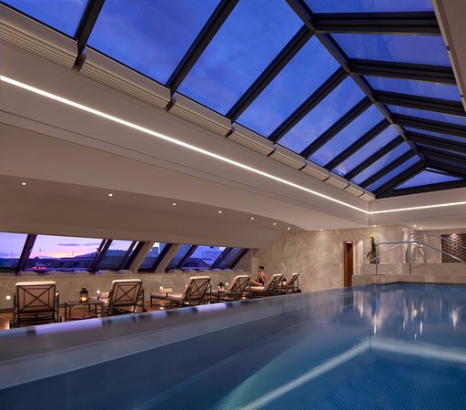 Four Seasons Hotel des Bergues Geneva: Swimming pool - Spa Mont Blanc