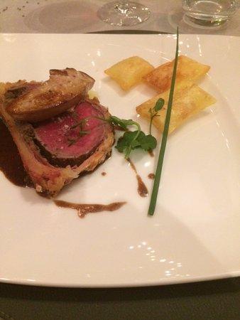 filet de boeuf welington foie gras et pommes souffl es. Black Bedroom Furniture Sets. Home Design Ideas