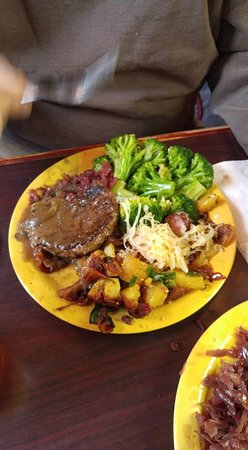 Johnson City, TN: boulette with broccoli and fried potatoes