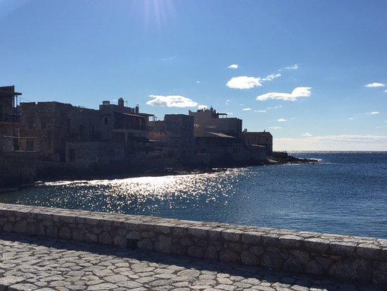 Gerolimenas, Yunani: the little port on a winter(!!!)