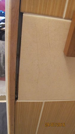 Ballinrobe, Irlanda: Unfinished tiling in bathroom