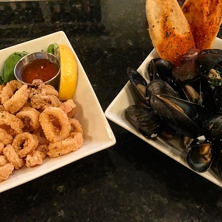 Off The Hook Seafood Restaurant & Market: Hush puppies, calamari and mussels