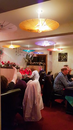 Aston Clinton, UK: Everyone enjoying delicious Chinese