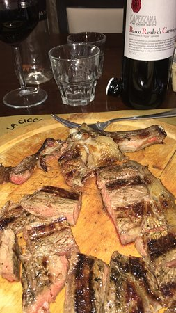 Lamporecchio, إيطاليا: Locale per mangiare Bistecca che risulta molto buona sia dal punto di vista della qualità che da