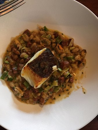 Ravenstonedale, UK: Cod with crispy skin, with beans and veg
