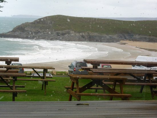 Crantock, UK: Outdoor seating and great when the weather is fine