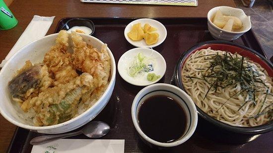 Fuchu, Japon : 天丼セット