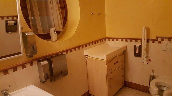 hotel rosa degli angeli il bagno della stanza dei giochi tutto per tutti