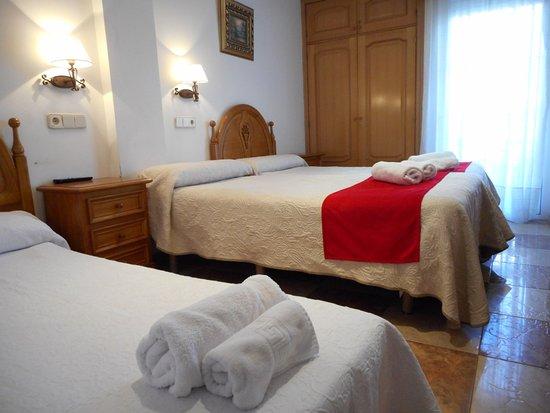 Hostal Gran Via: habitación doble con cama supletoria