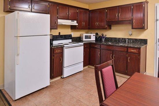 Douglas Inn U0026 Suites: 2 Rooms Suite With Full Kitchenette