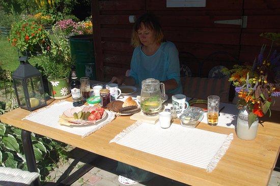 Kuldiga, Lettonia: śniadanko na tarasie