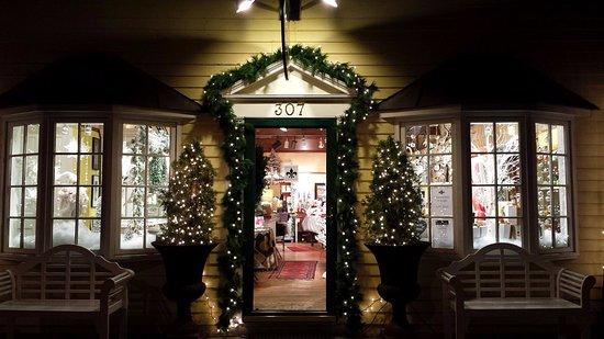 Washington, VA: Ballard Shop Front Evening, Christmas 2016