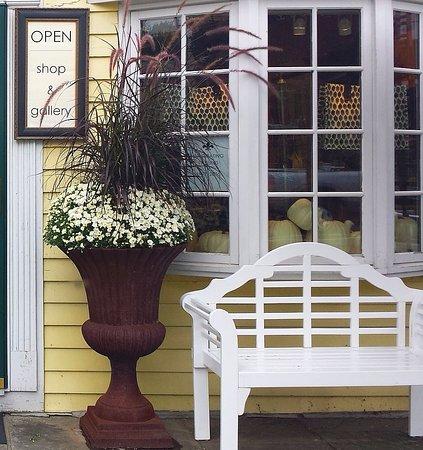 Washington, VA: Ballard Shop Front, 2016