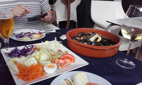 Santiago de la Ribera, Espagne : Delicious steamed mussels