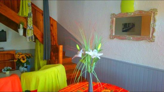 Gratens, Γαλλία: Gîte - Espace cuisine - salon