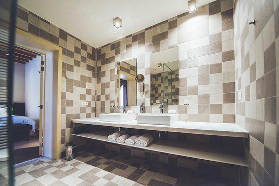 Badkamer suite Petry - Picture of de Verleiding, Bilzen - TripAdvisor