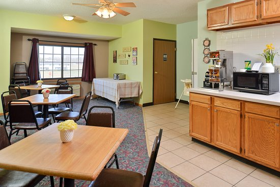 Americas Best Value Inn Sauk Centre: Breakfast Room