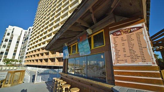 Resorts of Pelican Beach: Seasonal Tiki Bar pool and beachside!