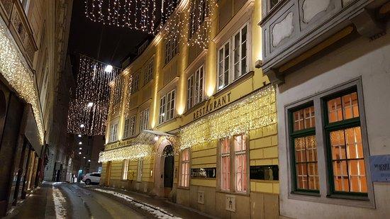 Hotel Konig Von Ungarn: 20170108_211028_large.jpg