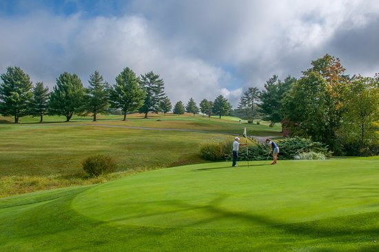Lewisburg, Virginia Occidental: Championship links to quiet, country courses.