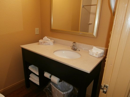 Americas Best Value Inn & Suites - Griffin : Guest Bathroom
