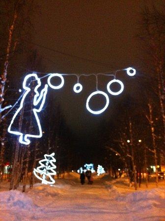 Usinsk, Rosja: Новогодняя аллея
