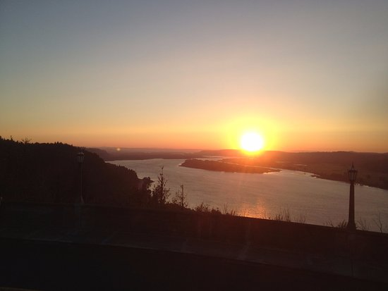 Corbett, Oregón: nearly sunset over the Columbia River