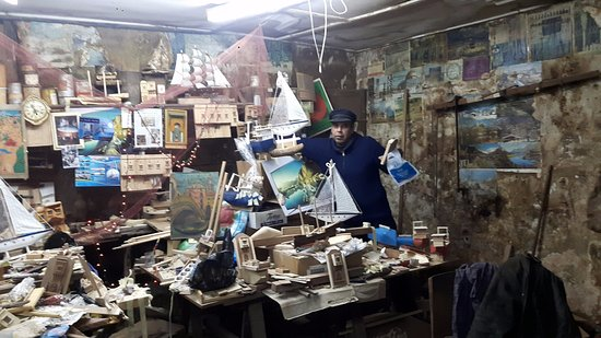 Algier Kasbah: local artist