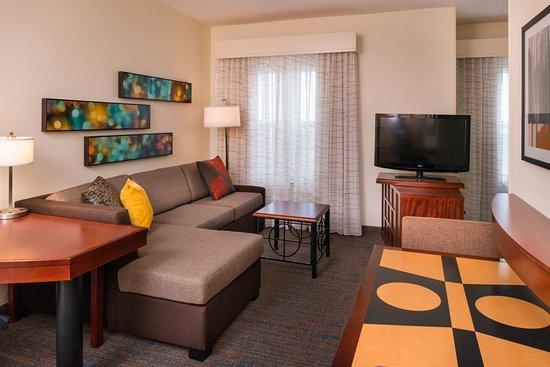 Port Saint Lucie, FL: Our studio suites offer a pivot-stand flat screen HDTV, viewable from sleeping and living areas.
