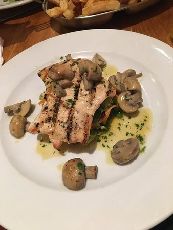 Bishop Auckland, UK: Chicken with garlic mushrooms