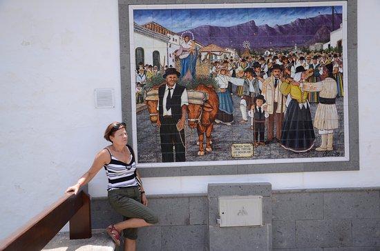 Santa Lucia, Spain: Przy muralu