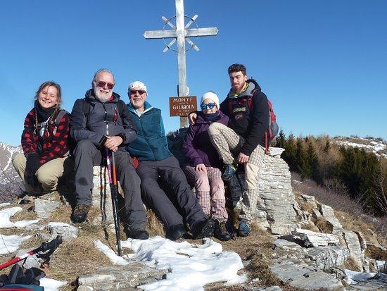 Caprauna, Italie : Alta via dei Monti Liguri dal Rifugio Pian dell'Arma salita al monte della Guardia