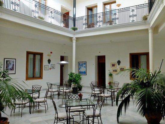 Casa Grande: Le patio où l'on déjeune.