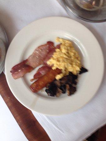 Maryborough Hotel & Spa: Excellent breakfast in the bedroom