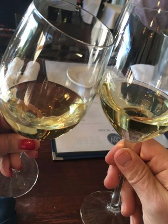Wayzata, MN: cheers!