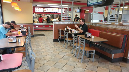 Сеффнер, Флорида: We love this Hardee's. It is usually busy, so there might be a line.  It is worth the wait. Park
