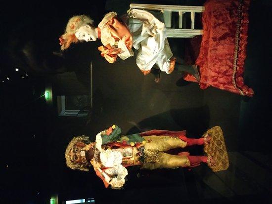 Saint-Gildas-de-Rhuys, Francia: Заводные куклы