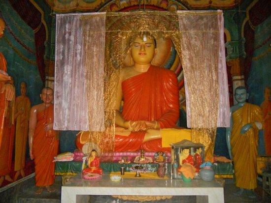 Mahiyanganaya, Sri Lanka: Lord buddha statue