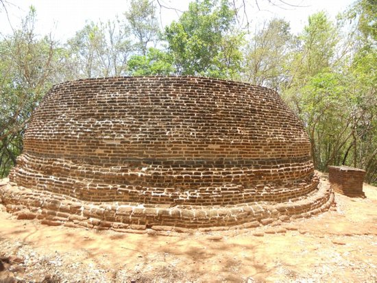 Nagadeepa Temple: Old Sthupa