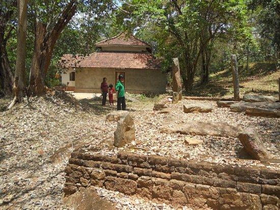 Nagadeepa Temple: Ruins