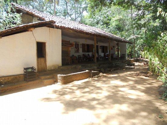Nagadeepa Temple: Awasaya - main hall where monks live