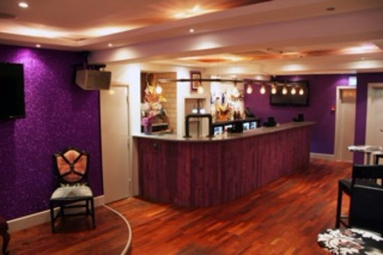 Crawley, UK: Relaxing, inviting and friendly lounge bar with club upstairs