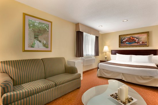 Days Inn Wallaceburg: 1 King Bed Suite