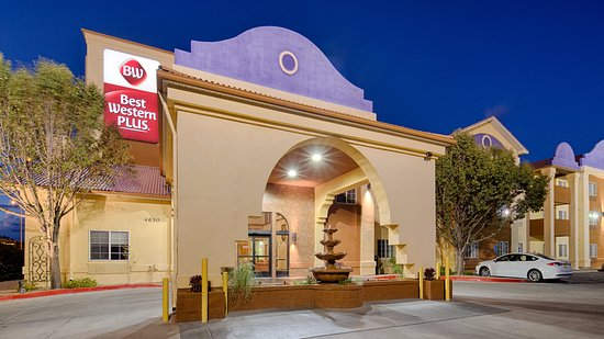 Best Western Plus Executive Suites: Entrance