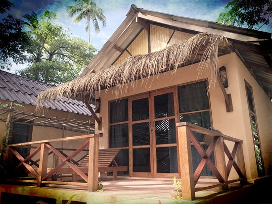 Nautilus Resort: Garden View Bungalows.  35 meters from the beach.