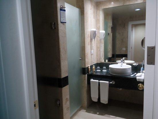 La Salle De Bain S A Gauch La Douche La Porte Vitree A Cote Le Wc - Porte vitrée douche