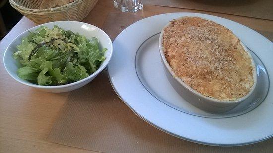 Fontenay-le-Comte, Francia: Lasagne aux poulet maison et salade