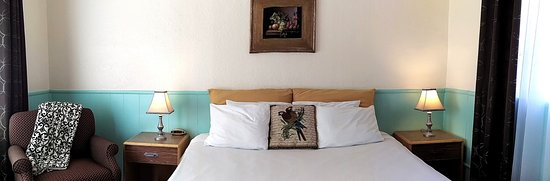 Rocket Inn King Deluxe Comfort and Affordability