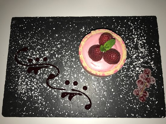 "Bussy St Georges, Francja: Entremet de fruits rouges ""dessert du jour"""