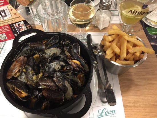 Fagnieres, Francia: Trop bon accueil. Serveuse serveur très agréables. Tout est délicieux les moules sont moelleuses